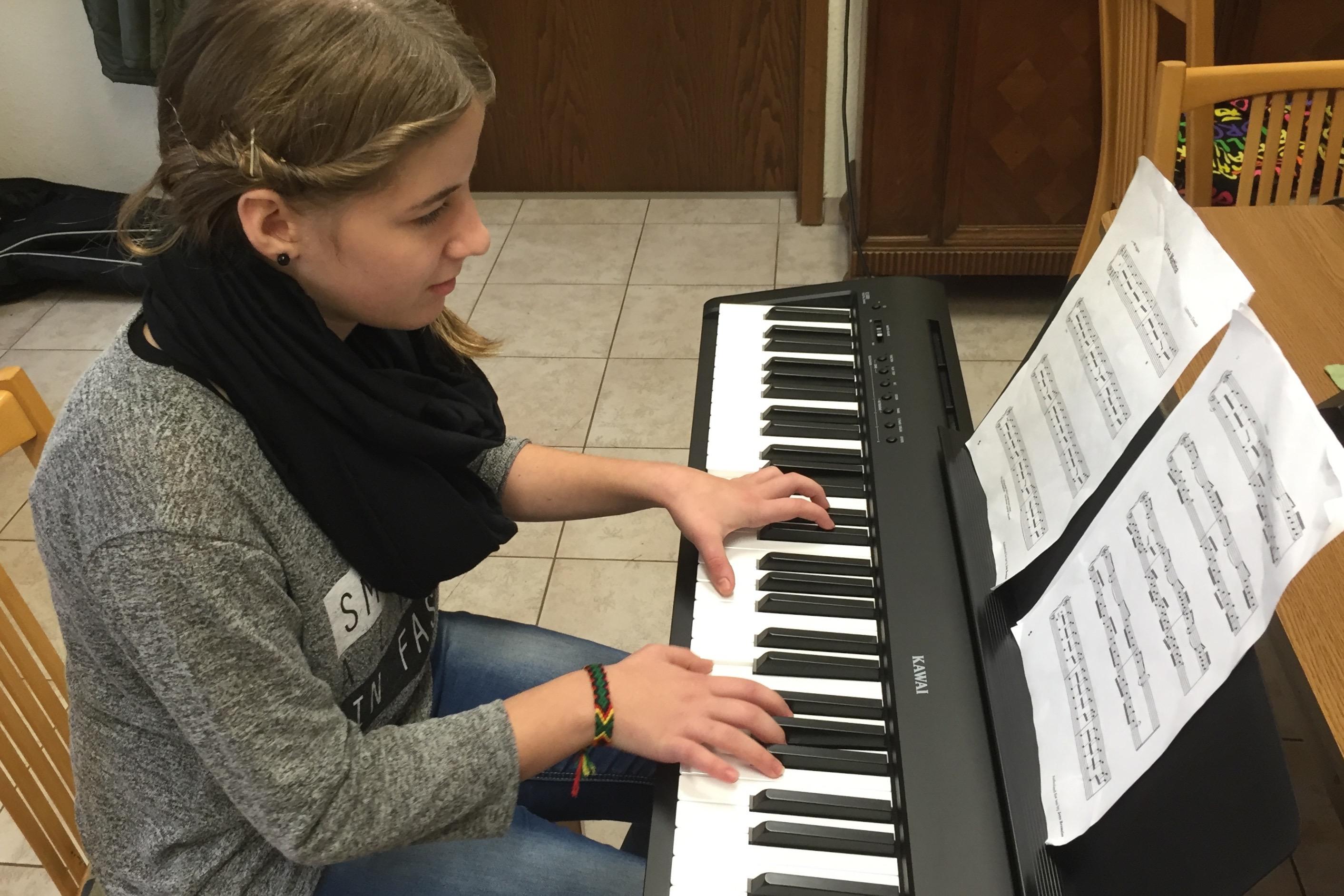 klavier spielen lernen dein klavierunterricht in gotha. Black Bedroom Furniture Sets. Home Design Ideas